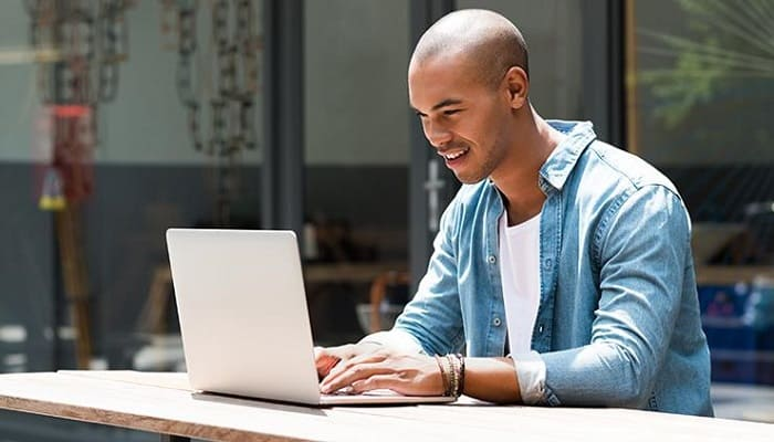 What to Look for When Buying a Laptop for College Student